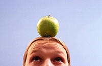 Apple on woman´s head