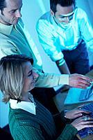 Geschäftsleute Geschäftsfrau Laptop Notebook Geschäftsmann Meeting  Besprechung