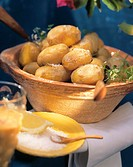 Canarian potatoes with salt and chili sauce (2)