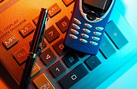 Cell phone and electronic calculator (thumbnail)