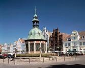 Germany, Wismar, Mecklenburg-Western Pomerania, market place, civil houses, Wasserkunst, pavilion