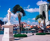 Sir Stamford Raffles statue (Singapore's founder) next to the river