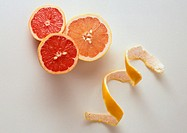 Grapefruit halves and peel