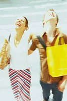 Couple shopping (thumbnail)