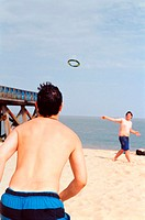 Boys playing quoits on the beach (thumbnail)