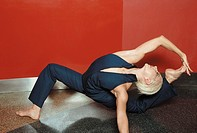 Female contortionist (thumbnail)