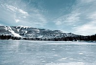 Frozen lake with mountains in background, landscape (thumbnail)