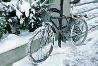 Snow-covered bicycle (thumbnail)