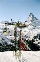 Gondel und Pfeiler einer Seilbahn vor Matterhorn - Zermatt - Schweiz | Gondola and Pylon of an Aerial Passenger Line in front of Matterhorn - Zermatt ...