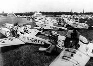 Verkehr hist.- Luftfahrt, Deutsche Sportflugzeuge, Flughafen Berlin 30er Jahre  flugzeug mechaniker