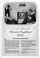 s/w SG hist., Rundfunk, Fernsehen, Bedienungsanleitung, Telefunken FE 8 S von 1952,  fernseher fernsehgerät fernsehapparat familie vor fernseher