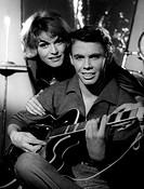 Film, ´Melodie und Rhythmus´, BRD 1959, Regie: John Olden, Szene mit: Peter Kraus und Margit Saad  gitarre