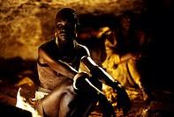 Film, ´Die Vier Federn´ (The Four Feathers), USA / GB 2002, Regie Shekhar Kapur, Szene mit Alek Wek, NIP,   schwarze frau sitzen sitzend höhle eingebo...