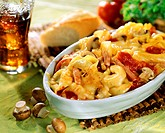 Tortellini bake with ham and mushrooms