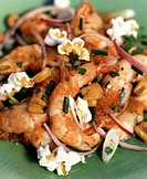 Shrimps with chives, onions, garlic and popcorn (1)