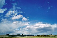Cumulus clouds hanging low over mountains (thumbnail)