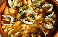 ´Fabes con almejas´ (Beans with clams). Asturias, Spain