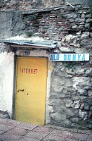 Eingang eines Internet-Cafés - Ausland | Entrance to an Internet-Cafe - Foreign Country |  fully-released
