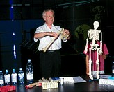 Professor Larry Hench demonstrating ´bio-glass´ in the Antenna Gallery, Wellcome Wing, Science Museum, London, May 2001. Hench invented the first man-...