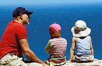 Mit Papa aufs Meer schauen