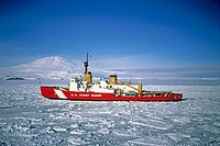 US Coast Guard cutter in ice: it´s responsible for braking the channel into McMurdo harbour so resupply and refueling can take place safely for McMurd...