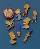 pins repesenting simpsons´ family