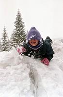 Im Schnee toben