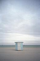 Strandhäuschen einsam am Meer