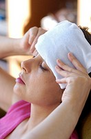 TREATMENT USING ICE<BR>Model.<BR>Frozen pack to soothe headaches.