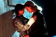 Film, ´Monster´, USA 2003, Regie Patty Janskins, Szene mit Christina Ricci & Charlize Theron,  drama, halbfigur, zusammen stehend, profil, seitenaufna...