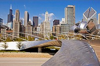 BP Bridge, Frank Gehry design, in Millennium Park, skyline, stainless steel curves. Chicago. Illinois. USA