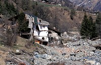 damage caused by flood in 2000, nus, italy