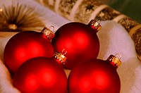 Vibrant Christmas decorations (thumbnail)