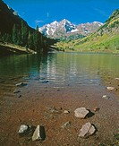 Maroon Bells reflect in Maroon Lake, Maroon Bells-Snowmass Wilderness near Aspen. Colorado, USA