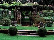 Heale Garden/Blick auf den Tunnel Garden
