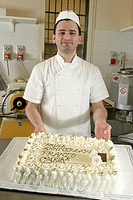 pastry chef show a cake