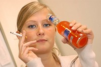 RISK FACTOR<BR>Model.<BR>Young girl drinking ´alcopops´, a mixture of sugar, soda and hard liquor.