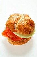 Bread roll with smoked salmon and onion (thumbnail)
