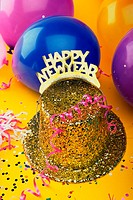 Sequined hat with a Happy New Year sign and streamers with balloons
