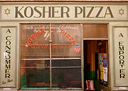 Kosher pizza, Le Marais distric. Paris, France