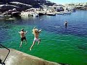 Two children jumping into the sea at the island of H&#229;ll&#246;, Sweden - Badande barn Marmorbass&#228;ngen, H&#229;ll&#246;, Bohusl&#228;n