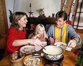 10119498, apres ski, mountain hut, family, food, eating, chalet, hut, fondue, inside, winter,
