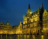 Belgium, Brussels, Grand-Place, Maison du Roi illuminated at night