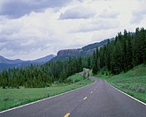 USA, Wyoming, Yellowstone National Park, road
