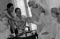 Bride, Bridesmaids and Bride´s Mother Toasting