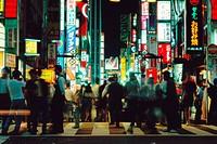 Japan, Tokyo, Shinjuku Ward, pedestrians crossing street, night