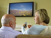 Mature couple watching television (thumbnail)