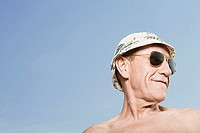 Man wearing sunhat and sunglasses