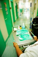 NURSE´S AIDE<BR>Photo essay from hospital.<BR>Orthopedic clinic. Nurse´s aide bringing ice bags to patients just operated.