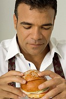 Man holding a burger, close-up